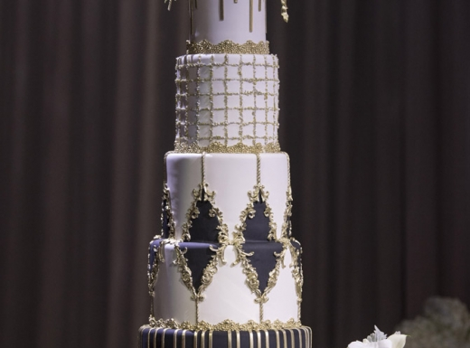 wedding cake and bouqet decor