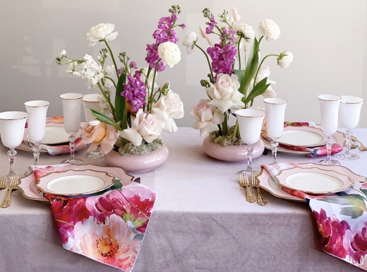 Home Event decor flowers and plates (10)