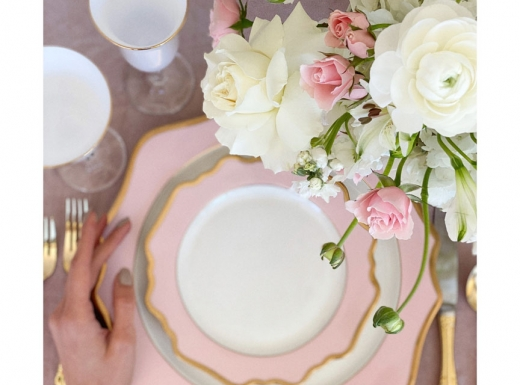 Home Event decor flowers and plates (11)