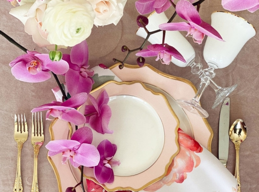 Home Event decor flowers and plates (6)