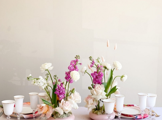 Home Event decor flowers and plates (7)