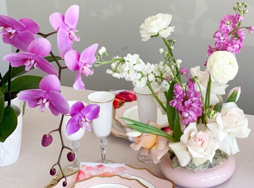 Home Event decor flowers and plates (9)