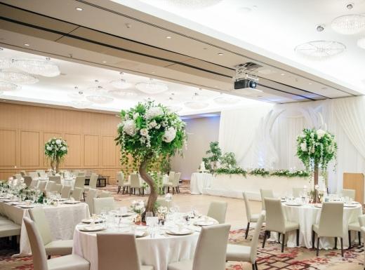 luxury wedding decor by flowerstime (22)