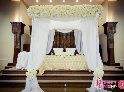 chuppah-and-head-table